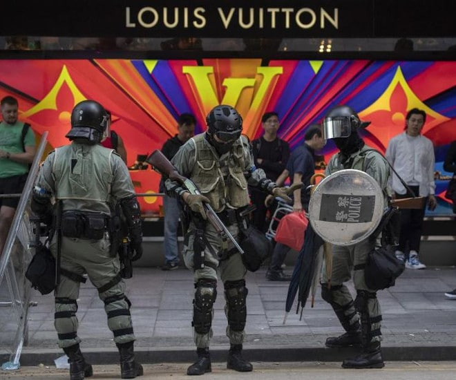Louis-Vuitton-is-the-first-luxury-brand-to-close-a-store-after-prolonged-Hong-Kong-protests-deepen-economic-fallout-2b.jpg